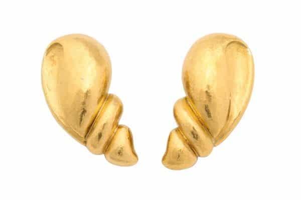 belperron coquillage 22k earrings