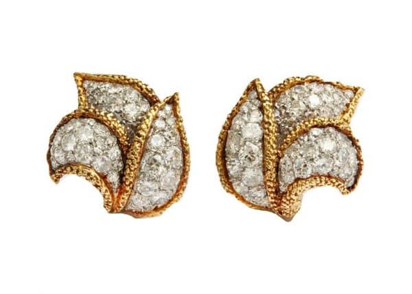elegant van cleef and arpels foliate design earrings