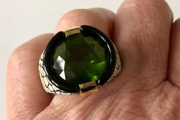 Varney coquille d' oeuf and peridot ring